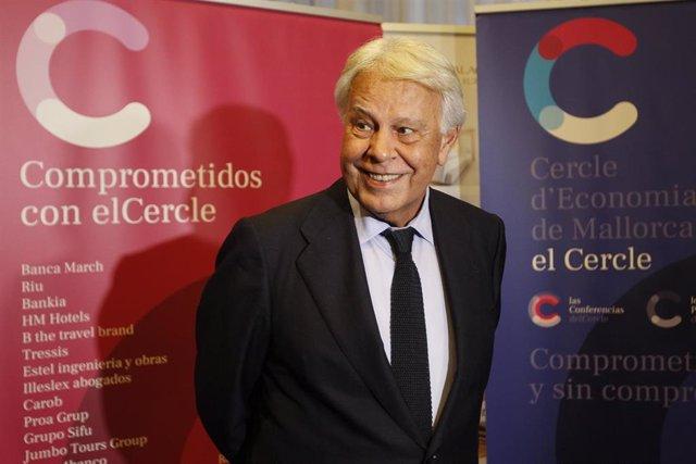 El expresidente del Gobierno Felipe González, a su llegada a la conferencia 'Crisis de las reglas del juego' en el Hotel GPRO Valparaíso, en Palma (Palma de Mallorca) a 17 de octubre de 2019.