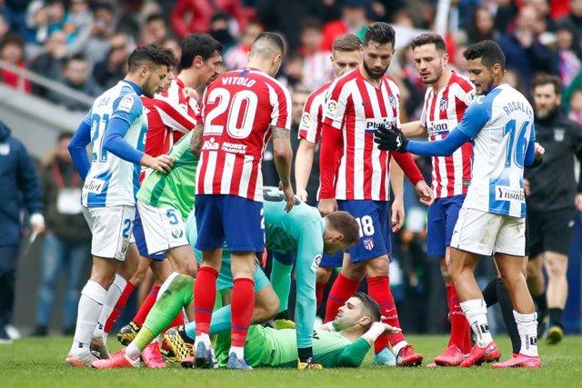 El portero del Leganés Iván Cuéllar, inmerso en la refriega final del partido contra el Atlético de Madrid