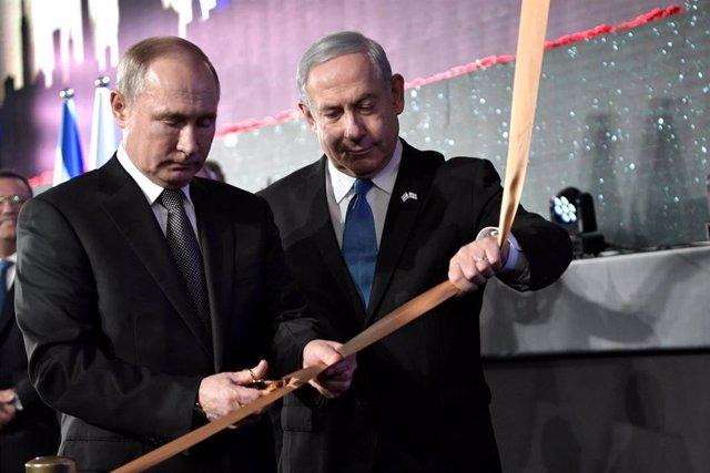 El presidente de Rusia, Vladimir Putin (i), y el primer ministro de Israel, Benjamin Netanyahu (d)