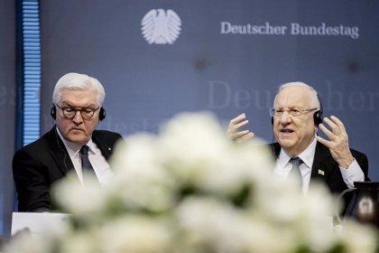 Alemania e Israel instan a luchar contra el autoritarismo, el antisemitismo y el racismo