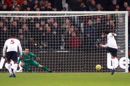El Liverpool sigue firme hacia el título tras ganar en el Olímpico