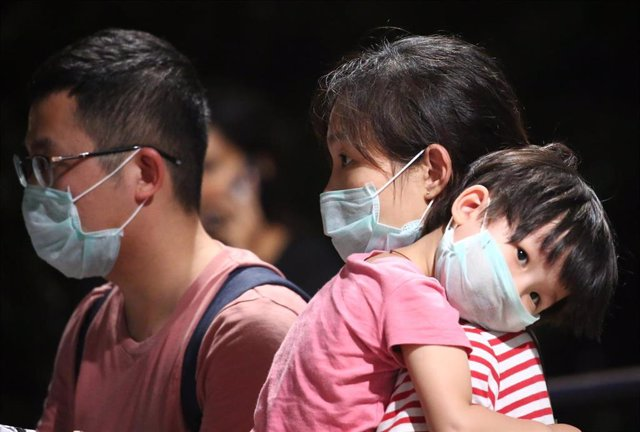 Personas con mascarilla para protegerse del brote del nuevo coronavirus.