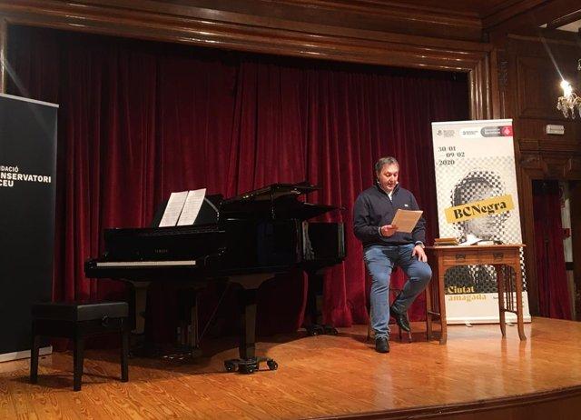 El comissari de la BCNegra Carlos Zanón durant la presentació del festival (arxiu)