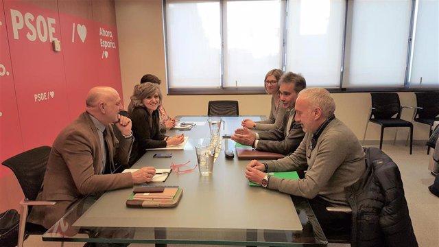 Reunión del presidente del Sindicato de Enfermería (Satse), Manuel Cascos, con la secretaria de Sanidad y Consumo del PSOE, María Luisa Carcedo.