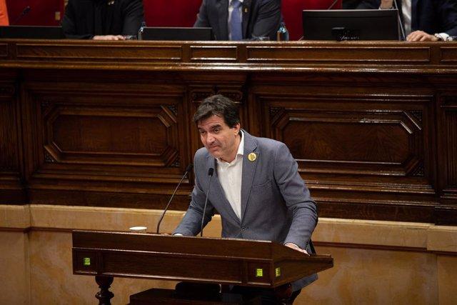 El president d'ERC al Parlament, Sergi Sabrià, intervé durant un ple al Parlament de Catalunya, en la mateixa jornada en la qual la Mesa ha assumit la inhabilitació de Torra com a diputat, a Barcelona (Catalunya), 27 de gener del 2020.