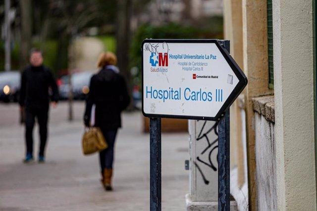 Señal que indica la entrada del Hospital Carlos III, adscrito al Hospital Universitario La Paz, en Madrid a 30 de enero de 2020.