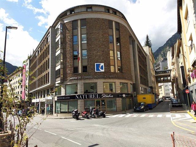 L'edifici que acull la seu de la Cambra de Comerç, Indústria i Serveis d'Andorra.