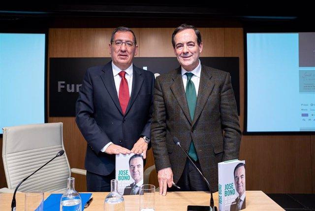 Antonio Pulido y José Bono, en la presentación del último libro del segundo