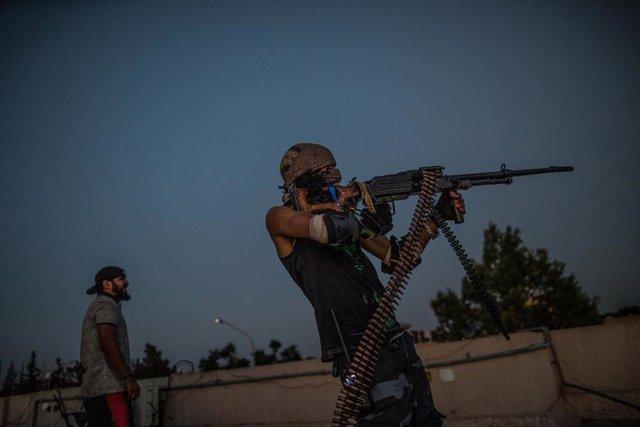 Combatientes alineados con el gobierno de unidad de Libia, con sede en la capital, Trípoli
