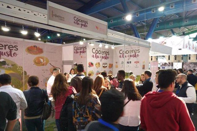 COMUNICADO: La Torta del Casar revoluciona con sus tapas el Salón H & T de Málag