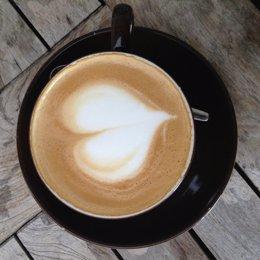 Investigadores científicos de la Fuerza de Defensa de Australia confirmaron que una taza de café ayuda a que la mente se agudice, aunque no tiene mayor efecto en el cuerpo