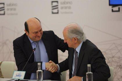 """Atutxa reitera en su despedida su apuesta por el diálogo y dice que """"servir a Euskadi es lo máximo"""" a lo que aspirar"""