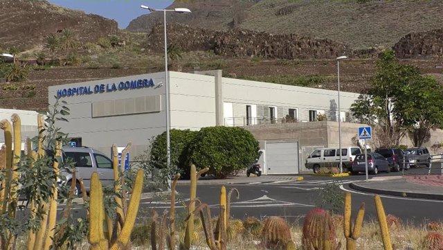Exterior del Hospital de La Gomera en el que sanidad ha aislado a cinco personas para estudiar un posible contagio de coronavirus, en La Gomera /Islas Canarias (España), a 31 de enero de 2020.