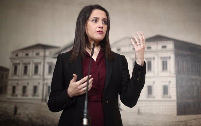La presidenta y portavoz del Grupo Parlamentario Ciudadanos, Inés Arrimadas interviene en rueda de prensa tras la Junta de Portavoces, en el Congreso de los Diputados, en Madrid (España), a 28 de enero de 2020.
