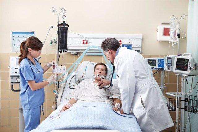 Imagen de un paciente en una UCI
