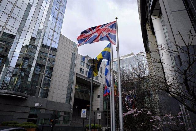 Brexit.- La UE retira sin ceremonias la bandera británica de sus instituciones a
