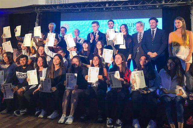 Feijóo anuncia en Uruguay que el Carné Xove se extenderá a los jóvenes de la diá