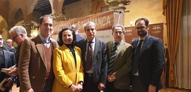 El diputat de VOX per Salamanca, Víctor González Coello de Portugal, al costat dels eurodiputats Hermann Tertsch i Mazaly Aguilar i el diputat en les corts de Castella i Lleó, Jesús García Conde