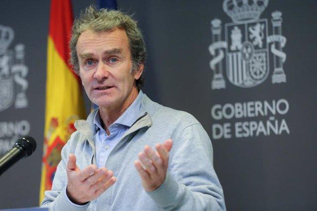El director del Centro de Coordinación de Alertas y Emergencias Sanitarias, Fernando Simón, durante la rueda de prensa posterior a la reunión ministerial de evaluación y seguimiento del coronavirus, en Madrid (España) a 1 de febrero de 2020.