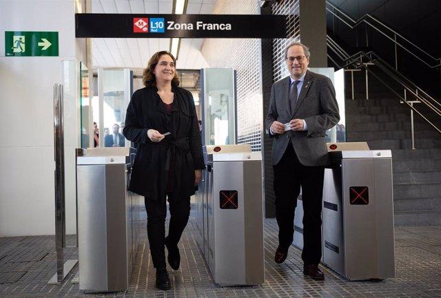 L'alcaldessa de Barcelona Ada Colau i el president de la Generalitat Quim Torra en la inauguració de l'estació de metro de Zona Franca