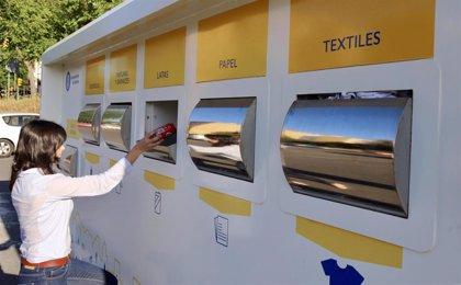 Ayuntamiento de Huelva rescata para el reciclaje 20,65 toneladas de residuos con el punto limpio móvil