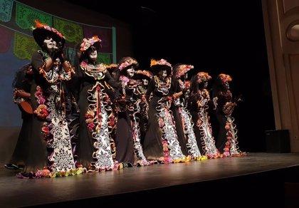 Los cuartos de final del carnaval de Almería alzan el telón con tipos trabajados y sorprendentes
