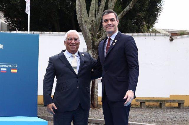 (E-D) El primer ministre de Portugal, António Costa, i el president del Govern central, Pedro Sánchez, a Lisboa (Portugal), 1 de febrer del 2020.