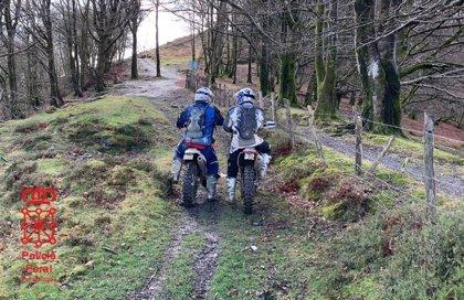 Denunciadas dos personas por circular en motocicleta en el collado de Pagolleta