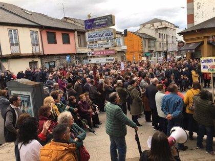 Multitudinaria manifestación en A Rúa (Ourense) para demandar un nuevo centro de salud y mejoras en Atención Primaria