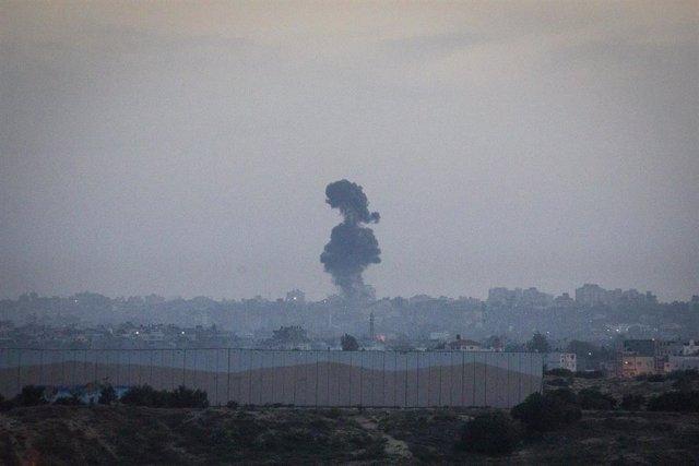 Imagen de una explosión en la Franja de Gaza durante el bombardeo israelí.