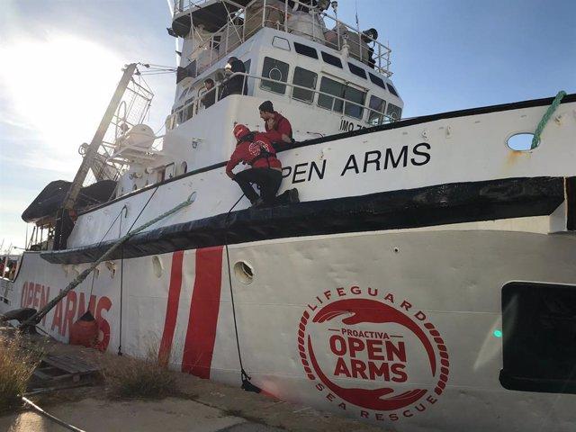 Europa.- Comienza el desembarco de más de 350 personas rescatadas en el puerto i