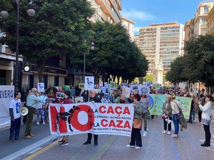 """Una manifestación reivindica en València que """"ningún animal es para cazar"""""""