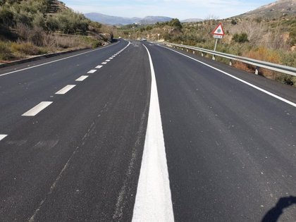 Fomento refuerza el firme de la carretera A-339 a su paso por Priego de Córdoba