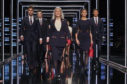 Teresa Helbig alcanza el cielo con sus diseño, los nuevos uniformes de Iberia