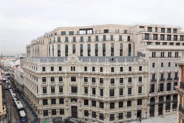 Fachada del centro Canalejas, obra de ingeniería y arquitectura comenzada en 2013, en la plaza de Canalejas, n3, en Madrid, a 10 de octubre de 2019.