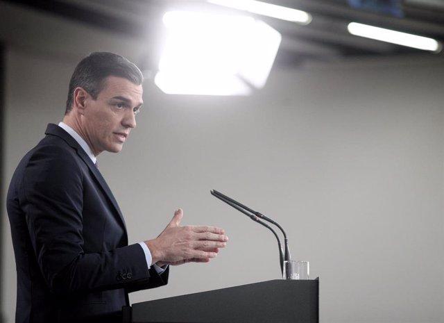 El presidente del Gobierno, Pedro Sánchez, en rueda de prensa tras la primera reunión del consejo de ministros del Gobierno de coalición de PSOE y Unidas Podemos en la XIV Legislatura, en Madrid (España), a 14 de enero de 2020.