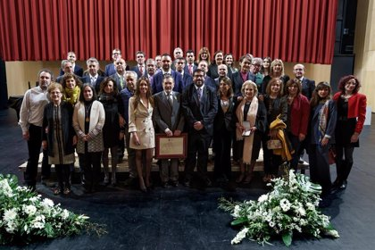 El Ayuntamiento de Ávila entrega la Medalla de Oro de la Ciudad a AECC en reconocimiento a su trayectoria y labor
