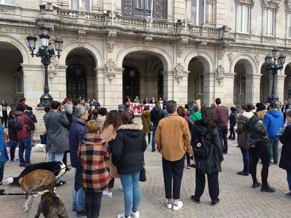 Más de 500 personas protestan en Vigo y A Coruña contra el uso de perros en la caza