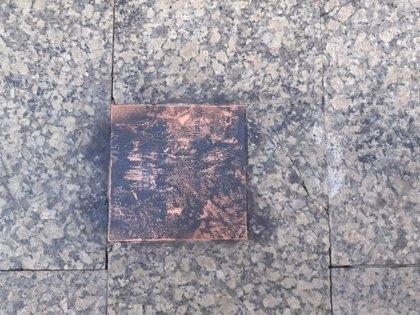 Desconocidos atacan la placa en recuerdo a Gregorio Ordóñez recientemente instalada en San Sebastián