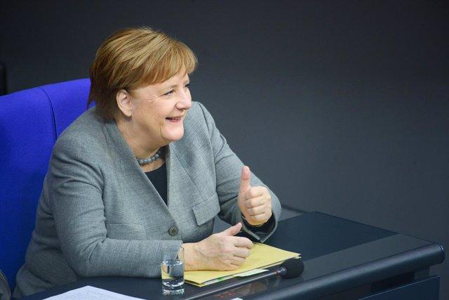 Alemania.- La coalición de Gobierno en Alemania de Merkel crece un punto en inte