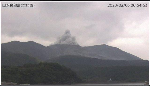 Japón.- Alerta 3 en Japón tras la erupción de un volcán en una de sus islas del