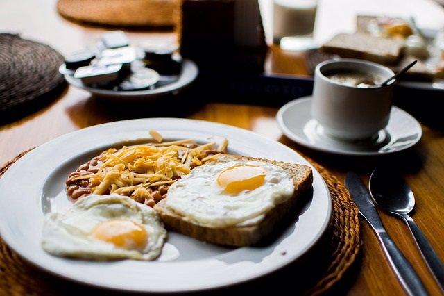 Comer un huevo diario no está relacionado con mayor riesgo de enfermedad cardíac