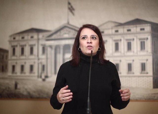 La portavoz del PSOE en el Congreso, Adriana Lastra interviene en rueda de prensa tras la Junta de Portavoces, en el Congreso de los Diputados, en Madrid (España), a 28 de enero de 2020.