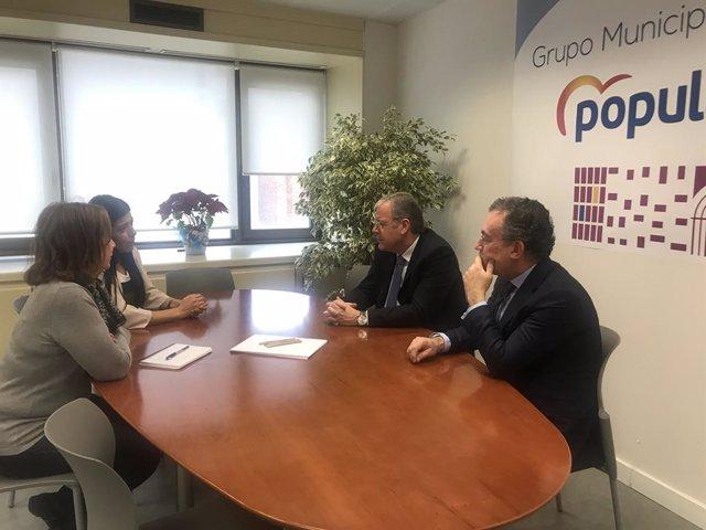 El PP municipal de León apoya las iniciativas del colectivo venezolano a través