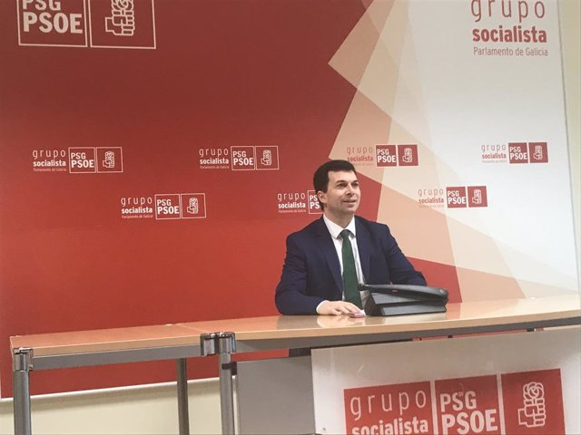 "El PSdeG, tras el viaje de Feijóo a Uruguay, acusa a Feijóo de ""utilizar"" la Xun"
