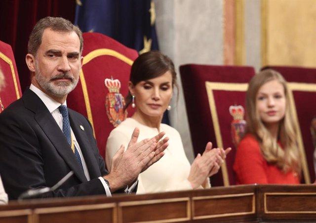 (I-D) El Rey Felipe VI; la Reina Letizia; y la princesa Leonor, en el Congreso de los Diputados durante la Solemne Sesión de Apertura de la XIV Legislatura, en Madrid (España), a 3 de febrero de 2020.