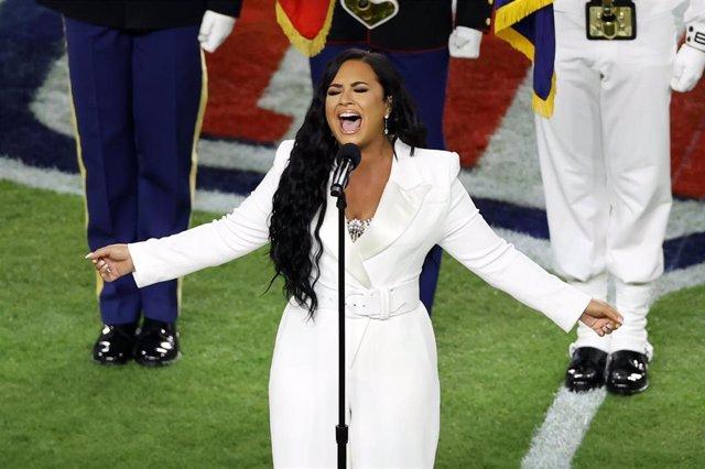 Demi Lovato canta el himno nacional en la Super Bowl