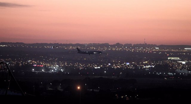 Economía.- (AMP) El avión de Air Canadá aterriza de emergencia sin incidencias e