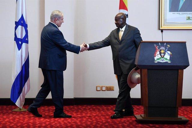 """O.Próximo.- El presidente de Uganda afirma que """"está estudiando"""" la posibilidad"""