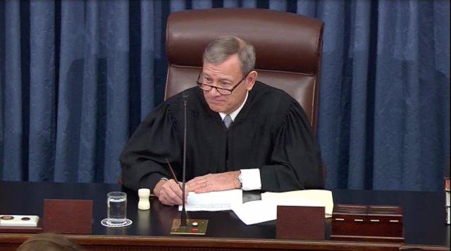 El presidente del Tribunal Supremo de Estados Unidos, John Roberts, preside la sesión de argumentos finales del 'impeachment' contra el presidente norteamericano, Donald Trump.